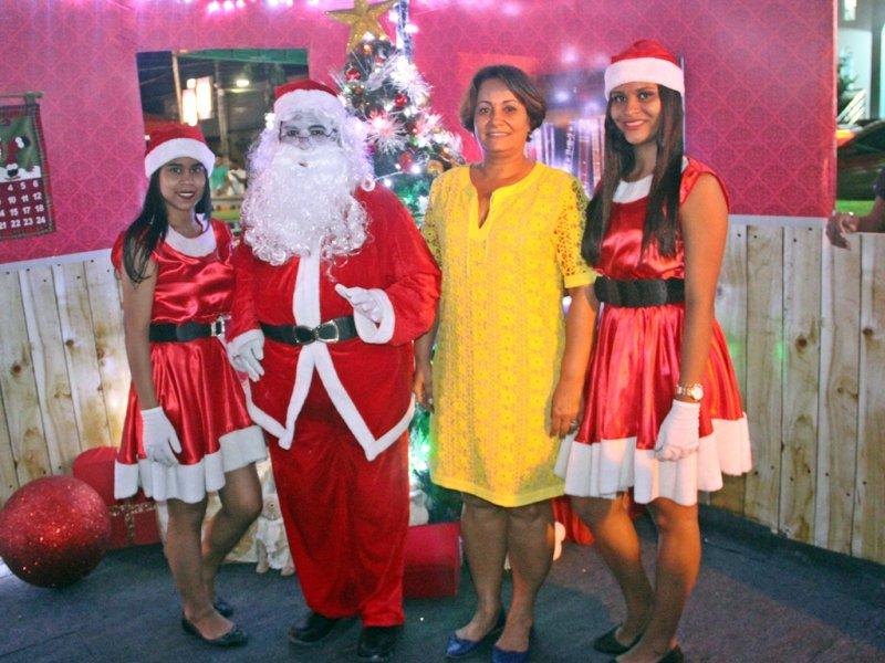 O Papai Noel estará recebendo as crianças durante as noites até sábado na Praça Castro Alves (Rastro101)