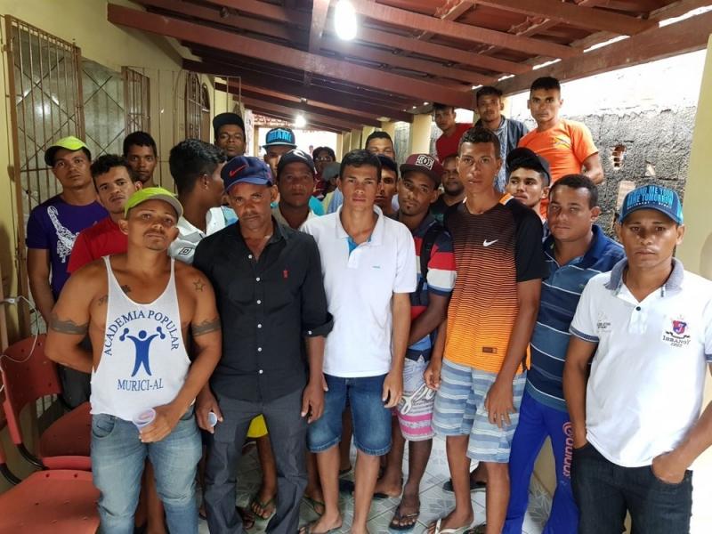 Grupo de 38 alagoanos chegou à propriedade na última quarta-feira (16). (Foto: Site Bahia Dia a Dia)