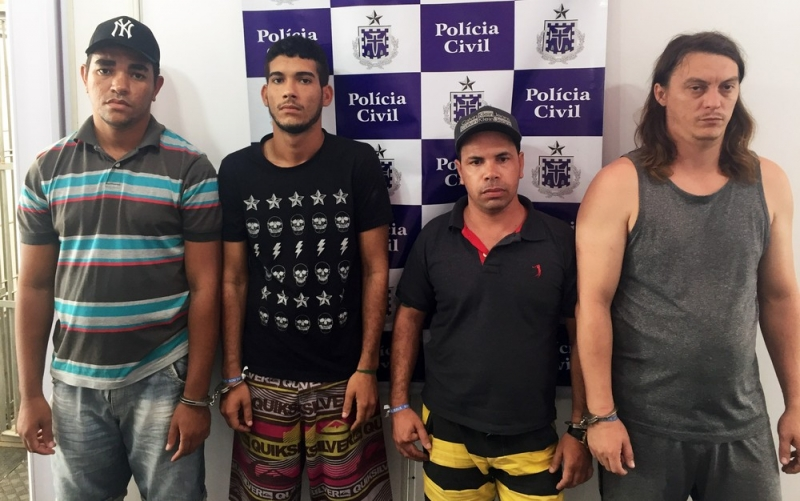 Grupo preso em uma casa com quase R$ 10 mil. (Divulgação / Polícia Civil)