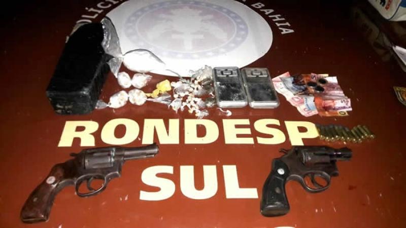 Material apreendido com os suspeitos. (Reprodução / Teixeira News)