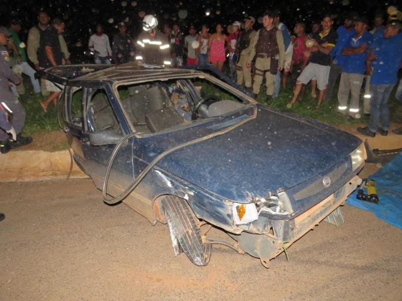 Um dos quatro carros envolvidos no acidente. (Foto: Blog do Braga)