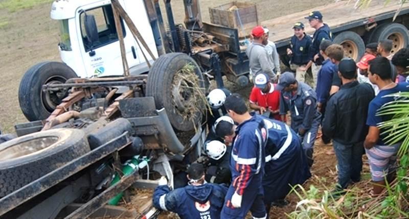 Uma pessoa morreu e outras duas ficaram feridas. (Foto: Cocobongo News)