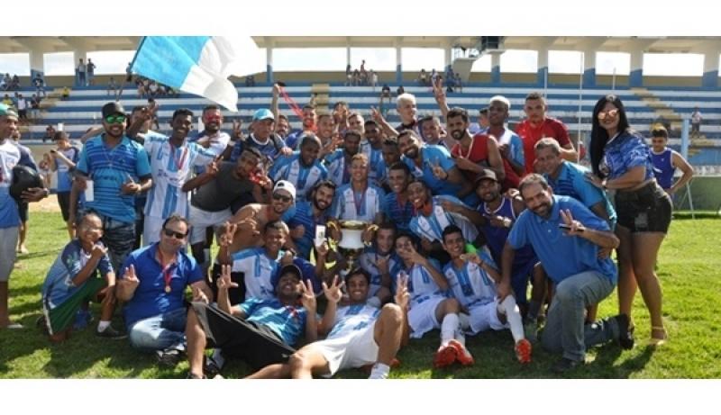 Festa em campo após a conquista do título. (Cocobongo News)