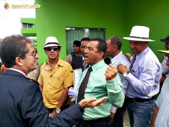 Advogados de ambos os lados procuravam resolver a situação de forma pacífica. (Foto: Rastro101)