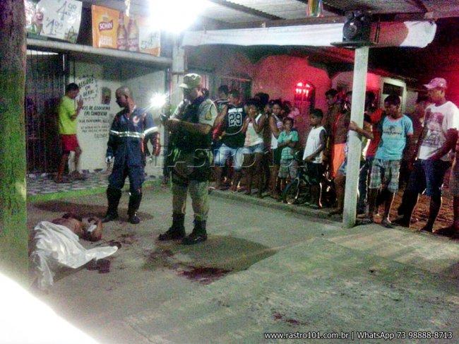 Vítima não resistiu ao ferimento e morreu no local. (Foto: Rastro101)