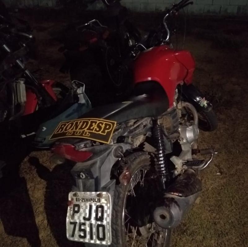 Moto roubada apreendida pela Rondesp. (PM-BA/ Divulgação)