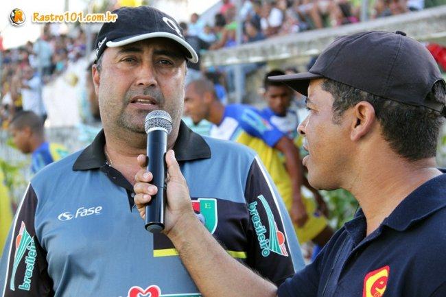 Para o técnico de Eunápolis, Marcos Corrêa, equipe precisava ir para cima do adversário. Equipe manteve a liderança com o empate. (Foto: Rastro101)