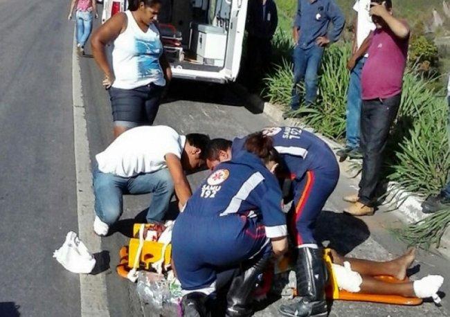 Homem estava vagando pela BR-101 e foi atropelado por uma Doblò. Motorista disse que fugiu do local com medo de ser linchado. (Foto: Tássio Loureiro/Via41)