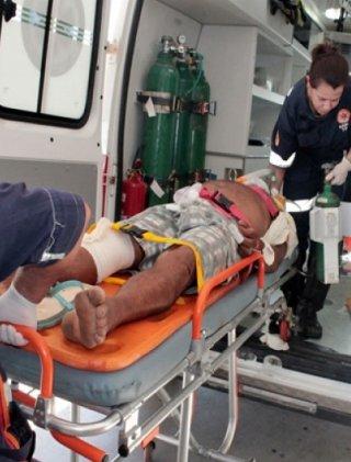 Homem foi atropelado na BR-101. (Foto: Tássio Loureiro)