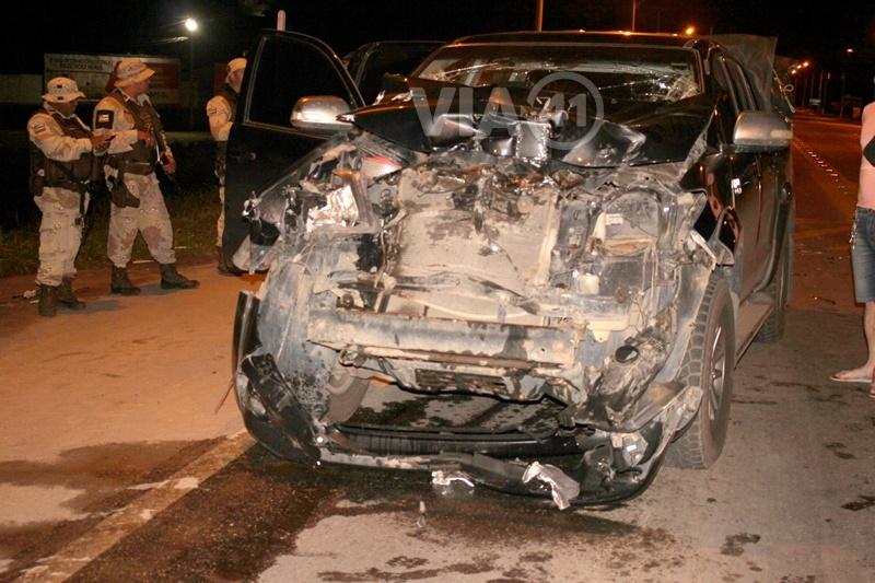 Veículo teve a parte da frente destruída. (Foto do site VIA41)