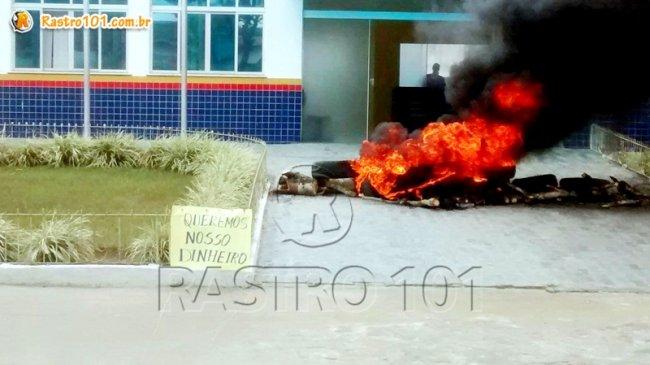 Professores querem o salário que está em atraso. (Foto: Internauta/Via whatsapp)