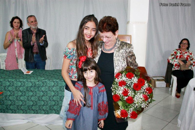 Esposa de Othoniel, dona Lia, recebeu homenagem das netas (Rastro101)