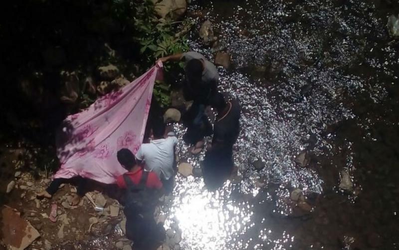 Populares ajudaram no resgate. (Foto: Ivonaldo Paiva/ Blog Braga)