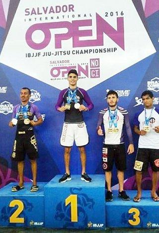 Matheus Radikale foi campeão da competição Salvador Open Internacional CBJJ/IBJJF na modalidade sem kimono. (Divulgação)