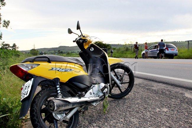 Moto foi roubada em Eunápolis. Proprietário perseguiu os suspeito e quase os matou após jogar o veículo em um deles. (Foto: Rastro101)