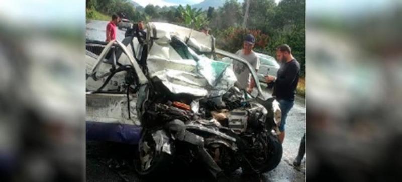 Veículo ficou totalmente destruído. (Reprodução: Teixeira News)
