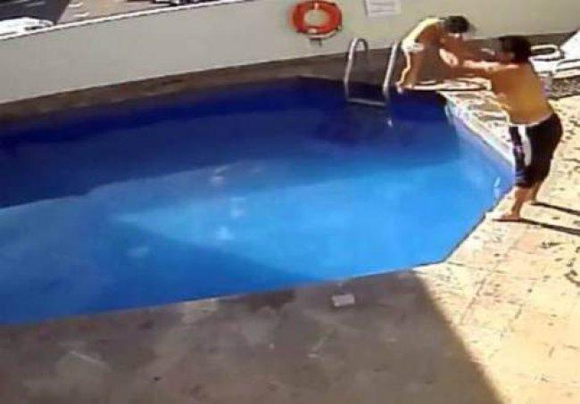 Padrasto afoga menina de 3 anos no México. (Reprodução)
