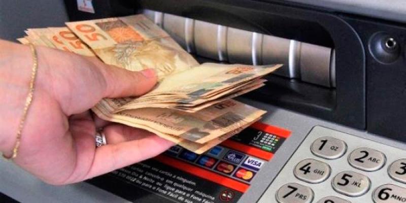 Pela primeira vez, o valor do salário mínimo ultrapassará R$ 1 mil. (Reprodução)
