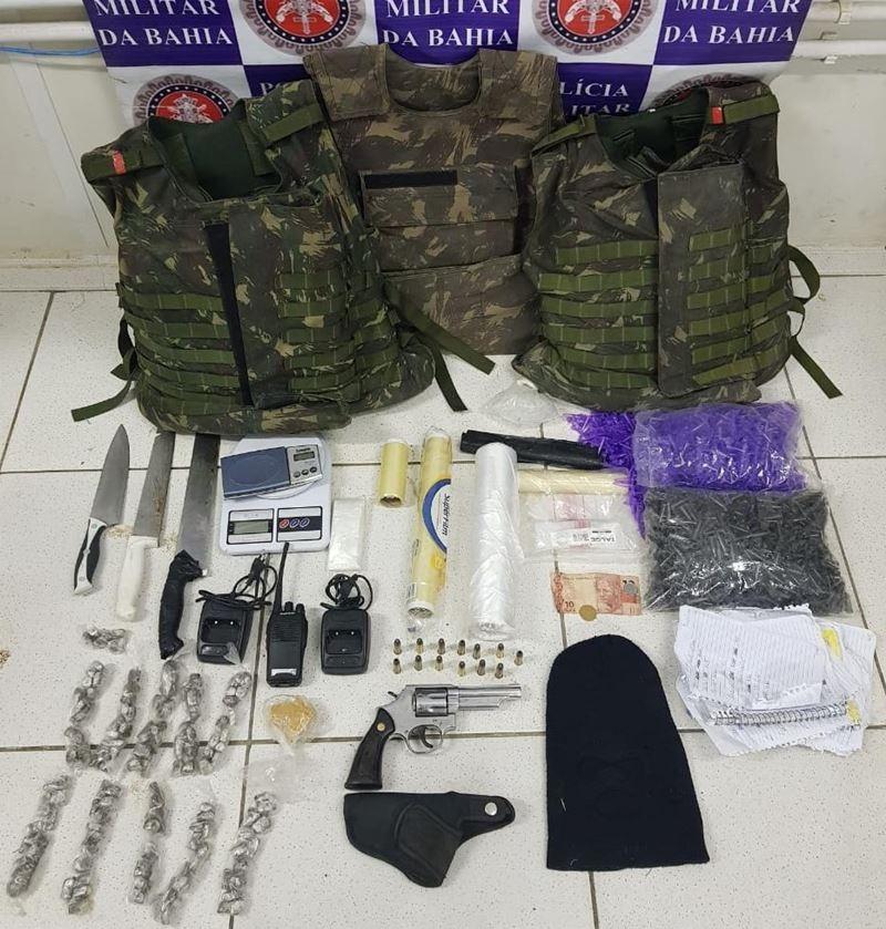 Material apreendido pela polícia que estava em posse do acusado. (Divulgação/Polícia Militar)