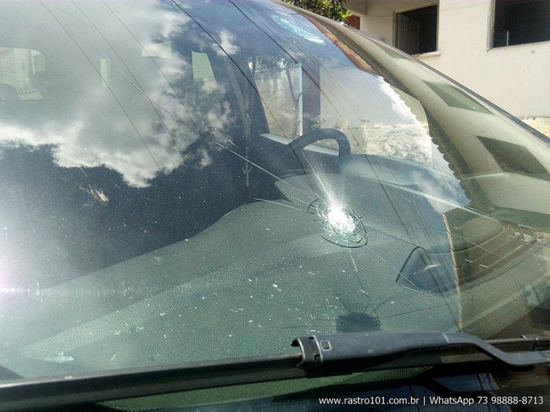 Veículo foi atingido no lado do carona. (Foto: Rastro101)