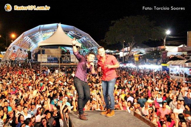 André Lima e Rafael encantam público na abertura do Pedrão 2015. (Foto Tarcísio Soares)