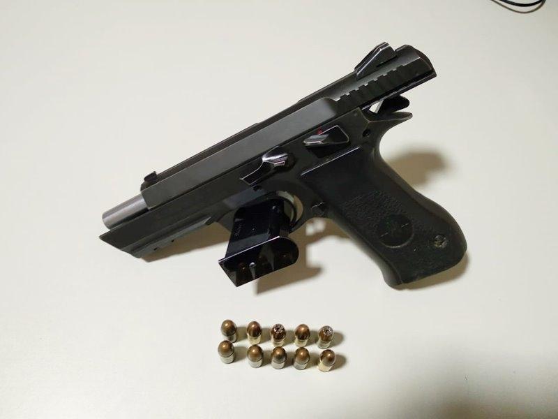 Arma foi encontrada com aluno do 6º ano do ensino fundamental. (VIA41)