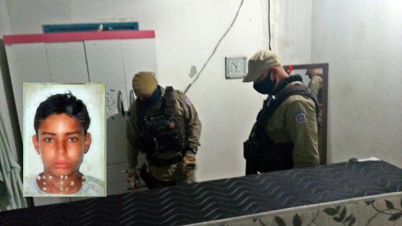 Vítima ainda tentou se defender dos criminosos revirando a cama (Rastro101)