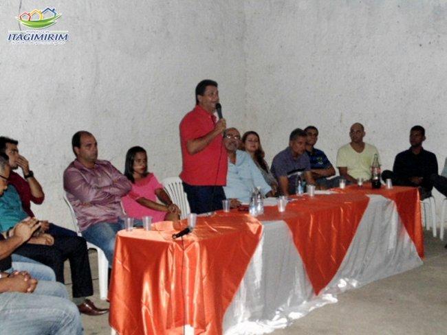 Prefeito agradece o trabalho realizado pelos ex-secretários e apresenta os novos secretários municipais. (Foto: João Paulo/ASCOM)