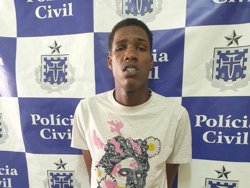 Alex de Jesus Azevedo foi preso em flagrante. (Foto: Polícia Civil)