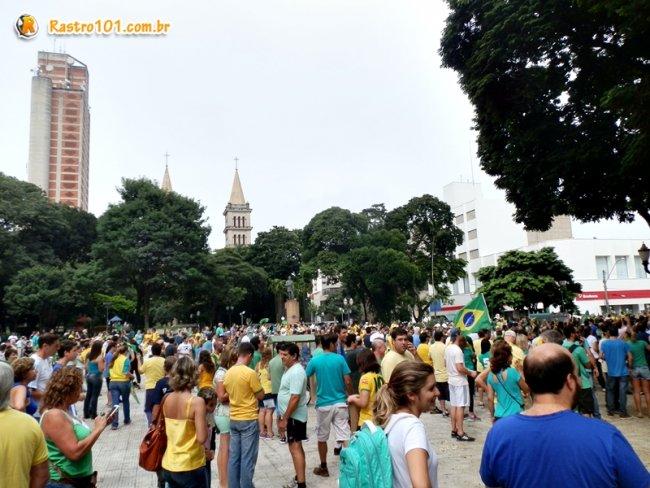 Concentração inicial saiu da Praça José Bonifácio e percorreu diversas ruas. (Foto: Thiago Amaral)