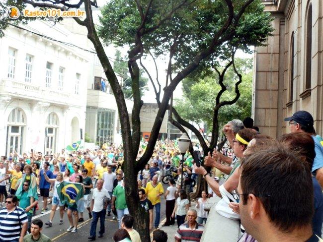 Milhares de manifestantes foram às ruas em Piracicaba, interior de São Paulo. (Foto: Thiago Amaral)