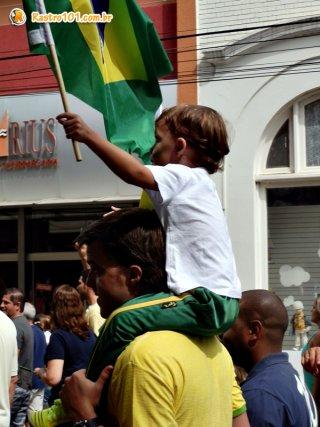 Manifestação foi pacífica e percorreu as principais ruas do centro. (Foto: Thiago Amaral)
