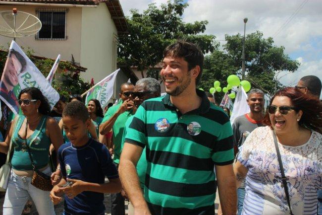 O candidato visitou dois terços de todos os caminhos, acompanhado de moradores como Teo do Samu, o cantor Paulinho da Sapatilha 37 e dona Maria Zélia, além de apoiadores e simpatizantes da campanha. (Divulgação)