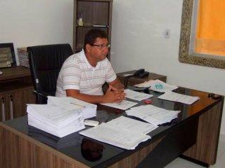 Prefeito Rogério Andrade não teve alternativa a não ser apelar para o enxugamento da máquina. (ASCOM)