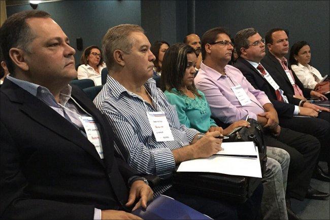 Oito prefeitos participaram de reunião com o Governo do Estado. (Foto: Agazeta)
