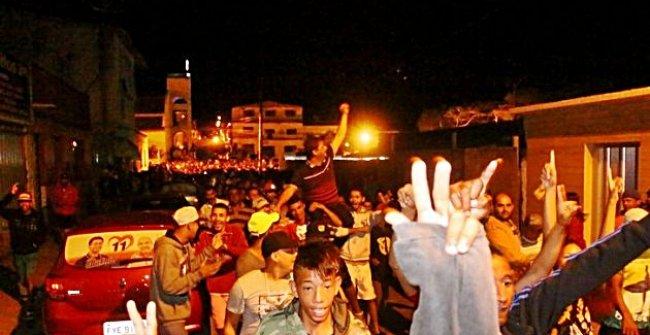 Após inauguração, povo saiu em caminhada pelas ruas de Itagimirim