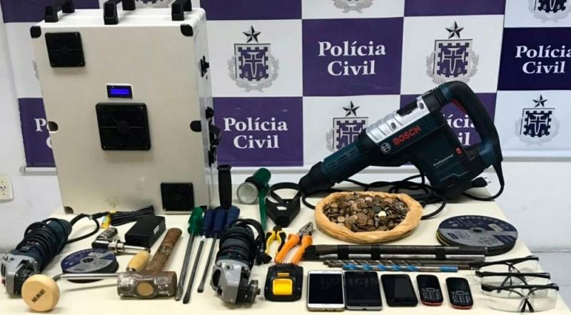 Material apreendido com presos  por assalto a bancos. (SSP-BA/Divulgação)