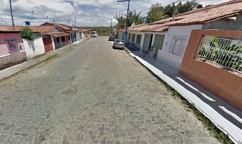 Veículo foi roubado na porta de uma casa na Rua São Domingos. (Foto: Google)