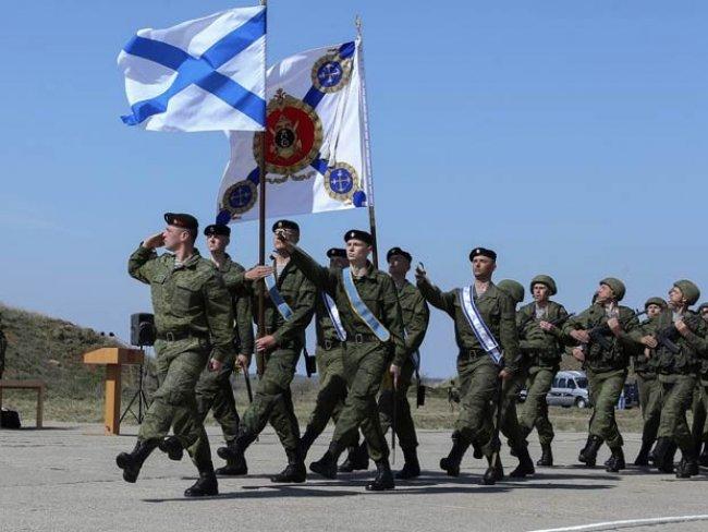 Soldados russos em base militar de Sebastopol, na Crimeia (Foto: Vadim Savitsky/Serviço de Imprensa do Ministério de Defesa da Rússia/AFP)