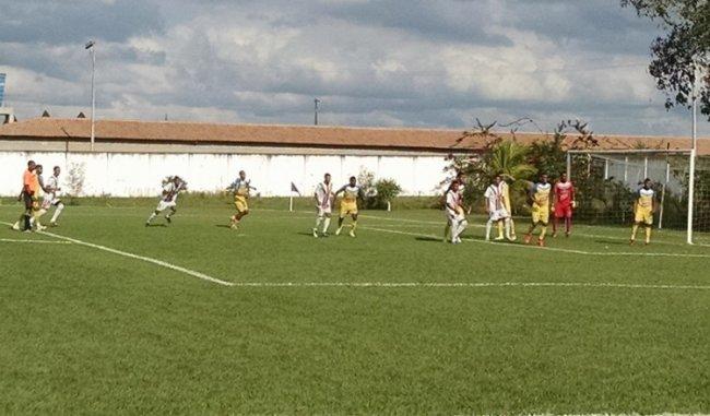 Eunápolis venceu Cabrália por 4 a 0 jogando em Itagimirim. (Foto: Vanderlei França)