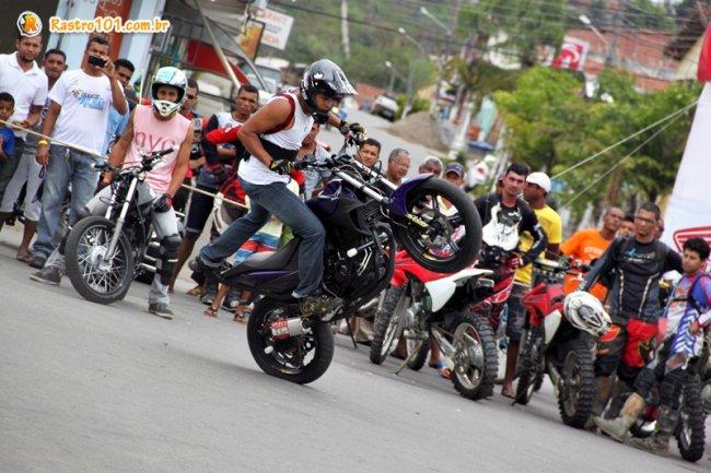 Show de manobras foi realizado na Praça Castro Alves. (Foto: Rastro101)