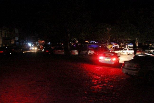 Praça Castro Alves ficou totalmente às escuras. (Foto: Rastro101)