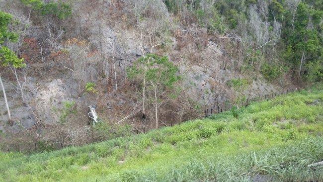 Veículo caiu de um despenhadeiro de 60 metros. (Foto: Rodrigo Ferreira)