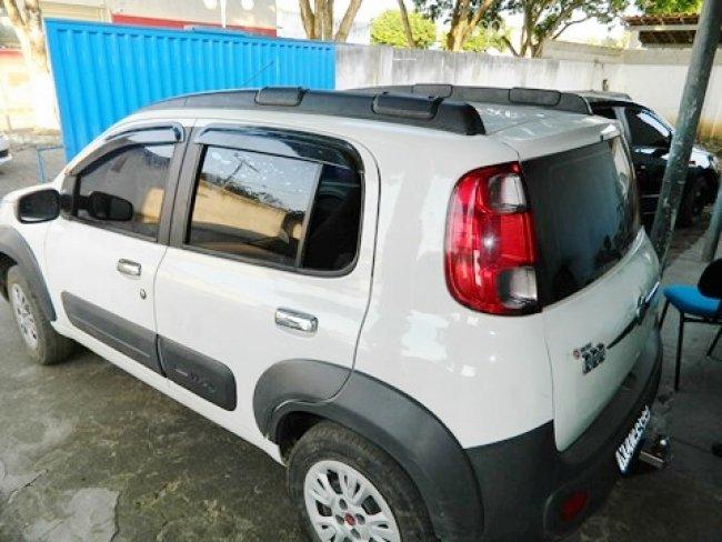 Veículo supostamente utilizado em assalto foi recuperado após troca de tiros com a PM de Itapebi. (Foto: Arnaldo Alves)