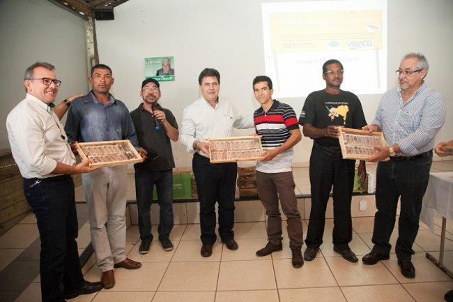 O Projeto Abelha Rainha é pioneiro e único no Brasil, garantindo a distribuição gratuita de abelhas rainhas de alta genética para estes apicultores do Sul da Bahia. (Foto: Divulgação)