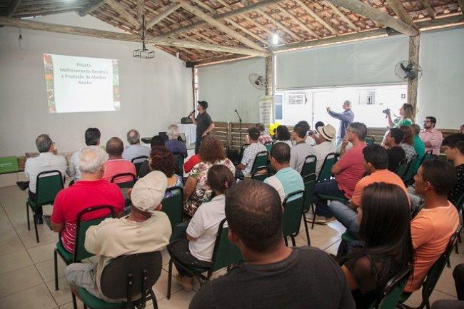 A iniciativa, que contemplou cerca de 200 apicultores tem potencial para dobrar a produtividade atual de mel no Sul da Bahia e faz parte do Projeto Abelha Rainha, que beneficia sete associações de apicultores da região. (Foto: Divulgação)