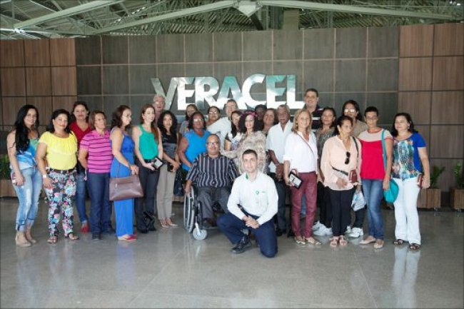Durante o evento, os voluntários e os seus convidados também conheceram um pouco mais das operações da fábrica e visitaram a atividade de colheita de eucalipto em uma das áreas da empresa. (Divulgação)