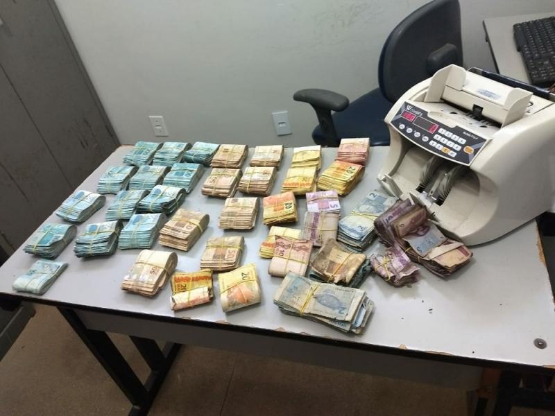 Dinheiro recuperado pela polícia. (Foto: Divulgação/SSP)