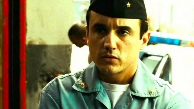 Caio é mais conhecido por seu papel como o policial Neto, o aspirante 06, em