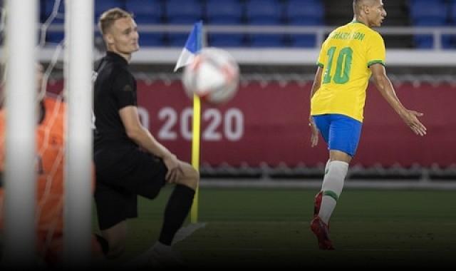 Brasil goleia por 4 a 2 e frustra